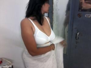 Hot Sexy Bhabhi Bra Saree
