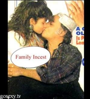 pooja bhatt kissing mahesh bhatt