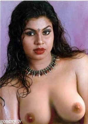 very hot indian aunties in low cut blouse photos