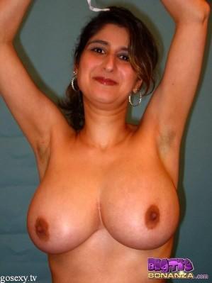 bhabhi indian girls boobs photo removing bra and salwar-0008