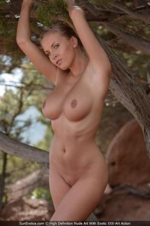 holywood actress big boob naked photo