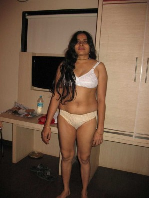 desi nude real girls and aunty