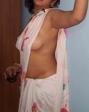 desi bhabhi removed saree without bra