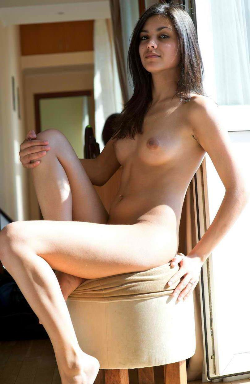 naked beutiful ladies image