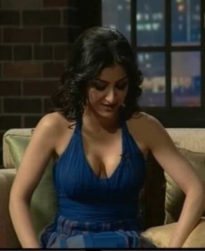 Soha Ali Khan showing boobs