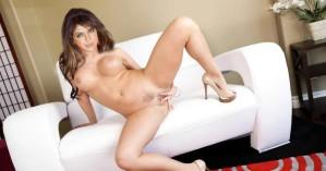 Priyanka-Chopra-Naked-Posing-Her-Pussy-Boobs-1024x539