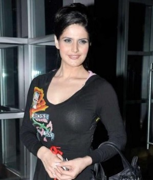 big breast of zareen khan showing bra