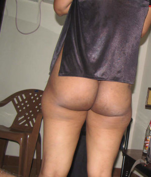 Indian wife nude selfie in bedroom