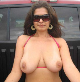 round boobs indian aunty full image