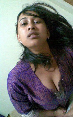 Deep Cleavage Indian Nangi Chut College Girl