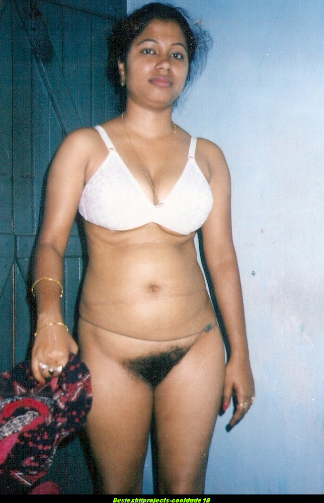 Desi Indian Bhabhi Stripping Nude Hairy Chut Pics-8555