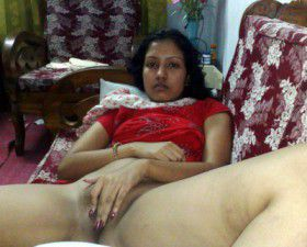 Desi Indian Housewife Show pussy Naked Pic