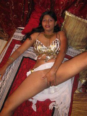 horny girl deep fingerring pussy hole