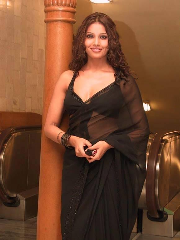 Bollywood Actress Bipasha Basu Naked Pix-7032