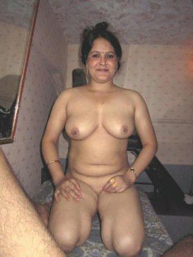 Hot Desi Naked Housewife Posing Exciting Nude images