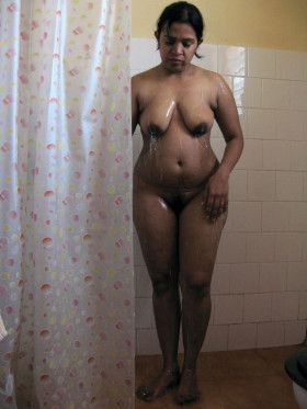 Hot Indian House Wife Nude Bathing Pic