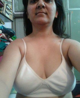indian desi aunty stripping naked