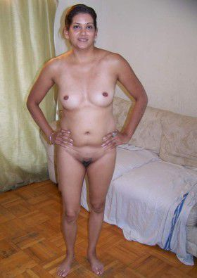 Indian Desi Housewife Posing Her Naked Bedroom Pic