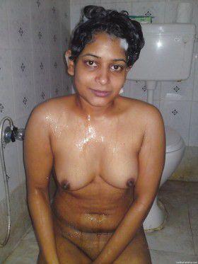 indian aunty hot nude washroom xxx