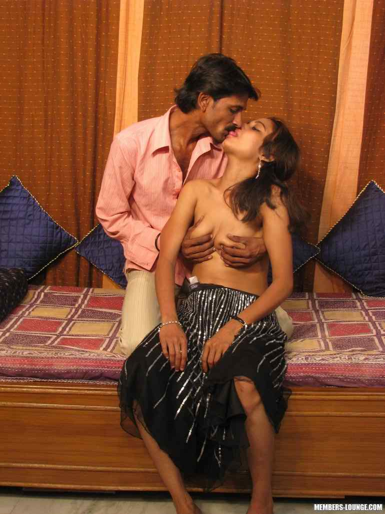 Sexy Aunties Romance Naked Mms Mobile Phone Pics-8959