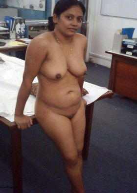 Really Beautiful Indian young wife's shaven pussy photos