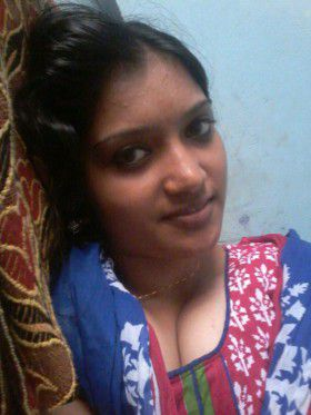 sexy cleavage hot desi indian nangi girl
