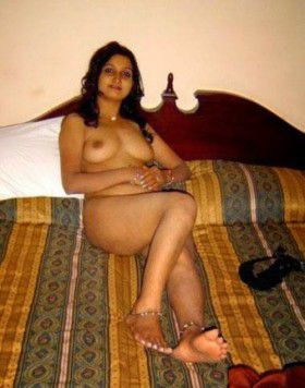 sexy mallo aunty bedroom nangi body pics