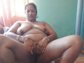 sexy mature desi aunty plays vagina herself webcam pics