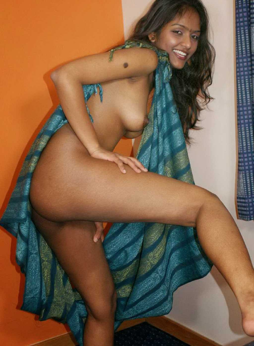 Sexy Nude Desi Teen Indian Girls Pictures-1005