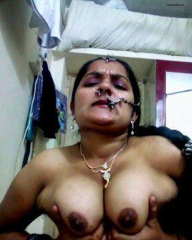 horny bhabi pressing boobs hard xxx