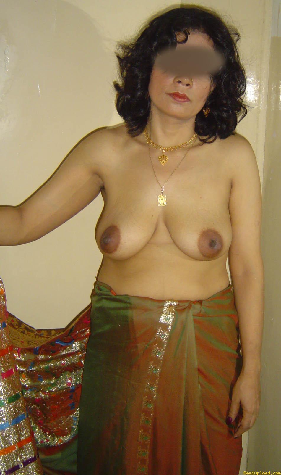 Bhabhi removing maxi petticoat posing nude boobs