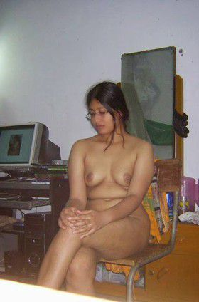 indian busty aunty exposes full hot body husband mms
