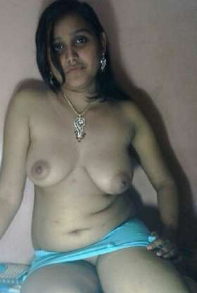 nude indian aunty boobs pic