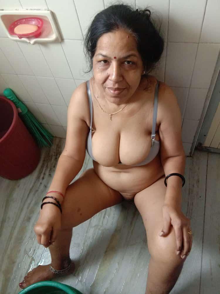 Aunty nude desi Hot desi